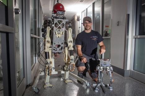 Un robot de dos patas imita el equilibrio humano mientras corre y salta