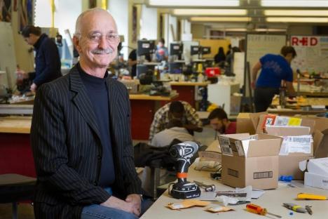 El profesor emérito Woodie Flowers, innovador en diseño y capacitación en ingeniería, fallece a los 75 años