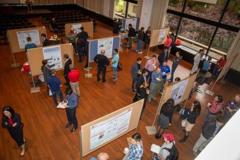Los estudiantes presentan proyectos de ingeniería mecánica con impacto global.