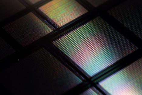 Los ingenieros ponen decenas de miles de sinapsis cerebrales artificiales en un solo chip