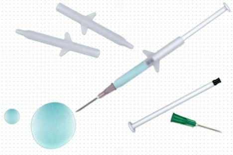 Ayude a las partículas liberadoras de drogas a colarse a través de una jeringa